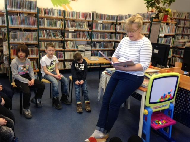 V knihovně Pohádka