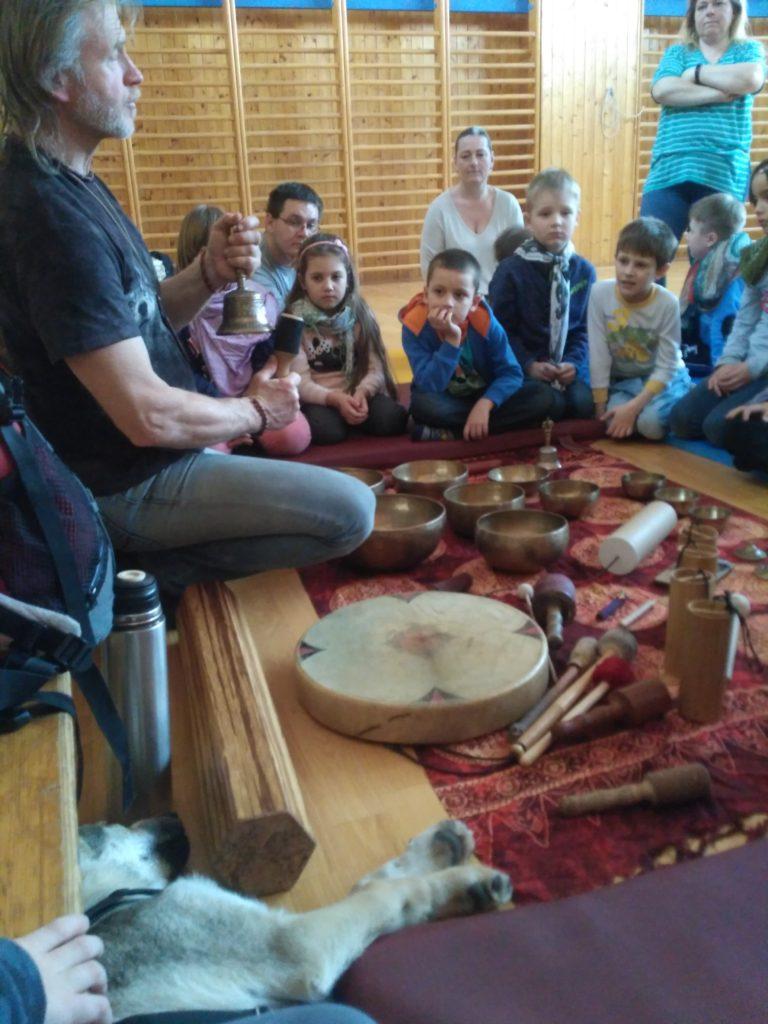 Návštěva muzikoterapeuta Michala Štursy ve školní družině